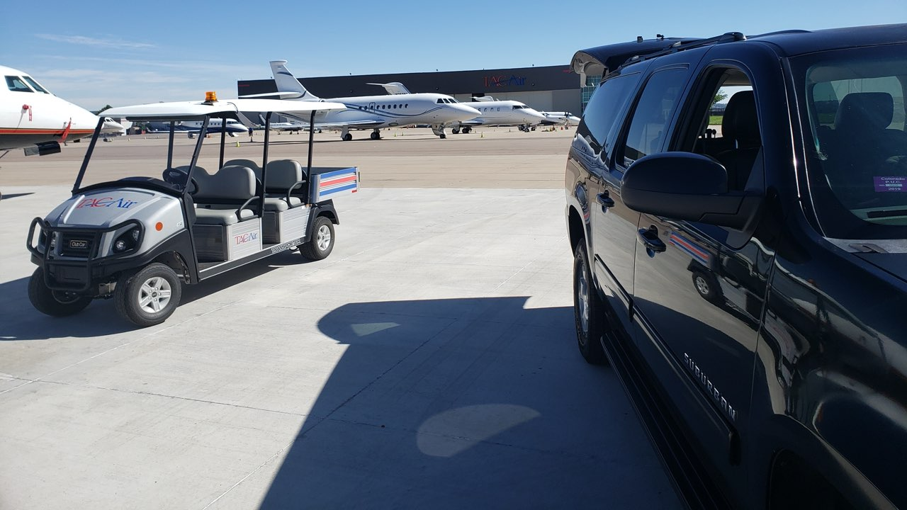 Private SUV picking up a ride in Centennial Airport