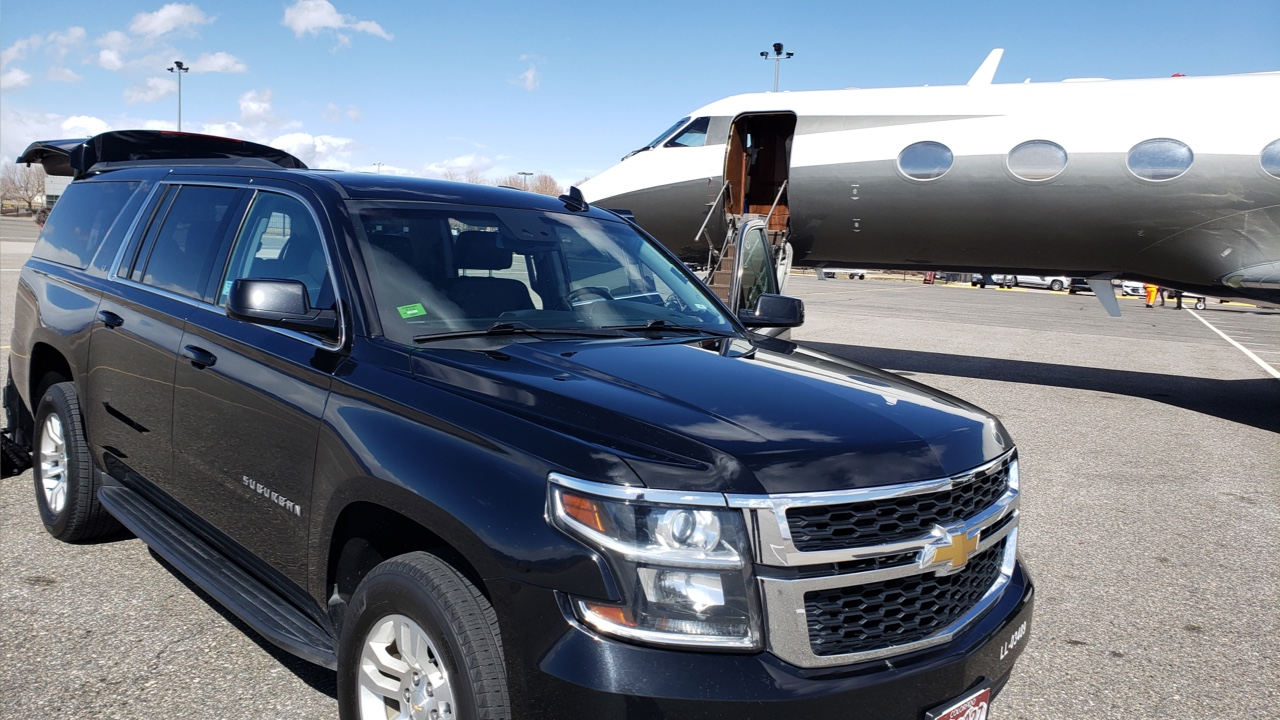 SUV picking up a ride at Centennial Airport